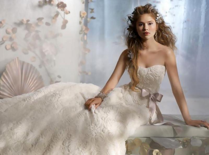 Наряд для свадьбы: уловки для стройности