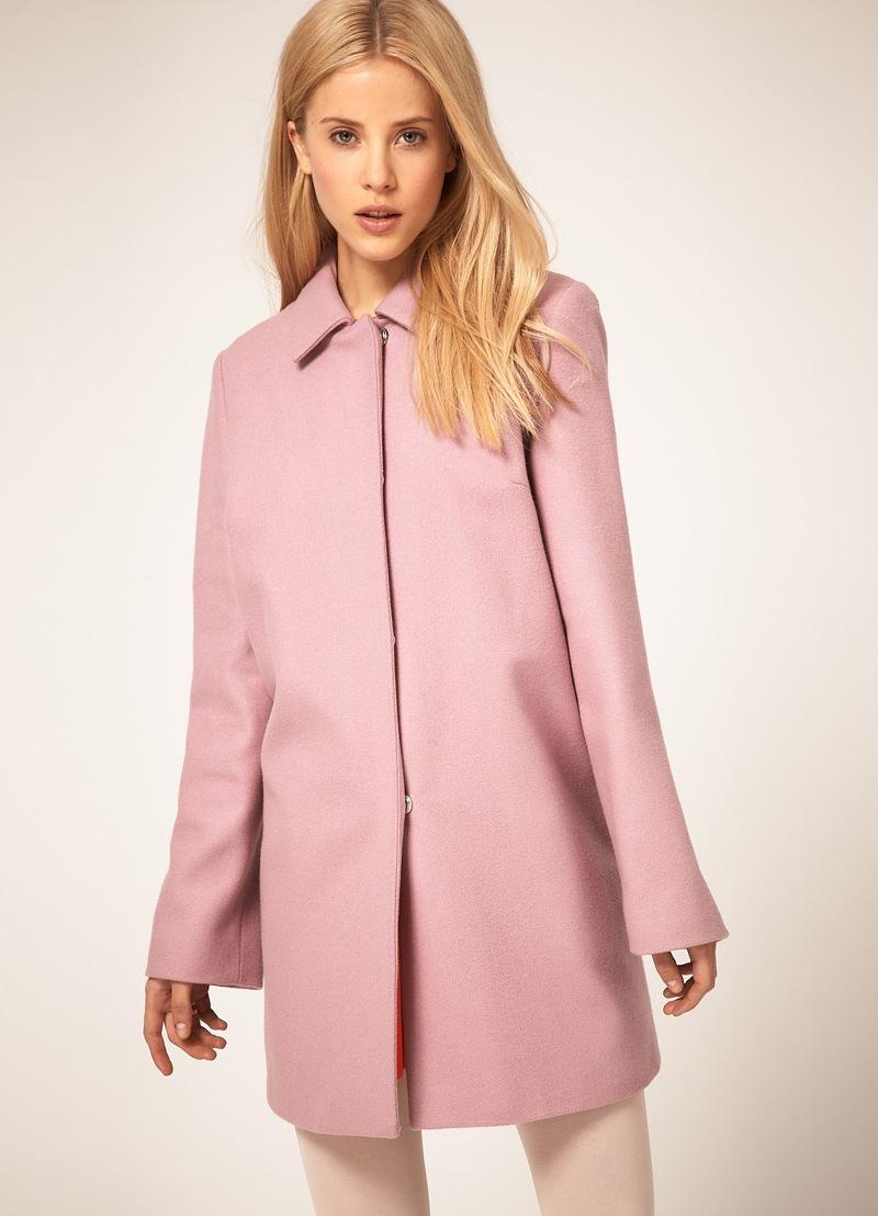 Пальто А-силуэта на моделе.