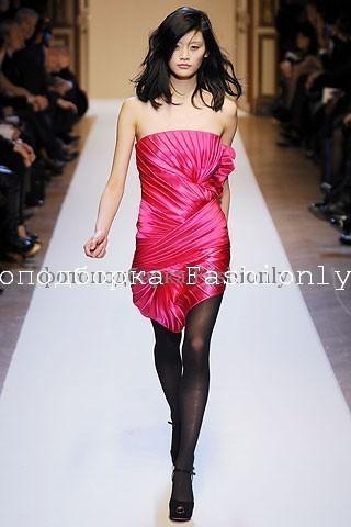 Платье бюстье 2010 от Emanuel Ungaro