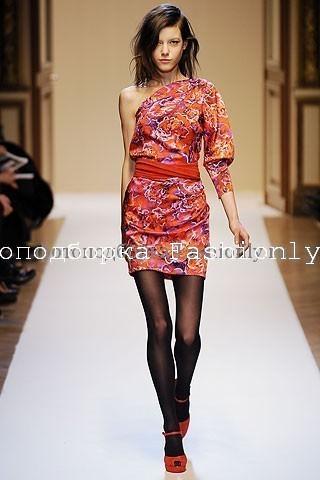 Платье на одно плечо от Emanuel Ungaro