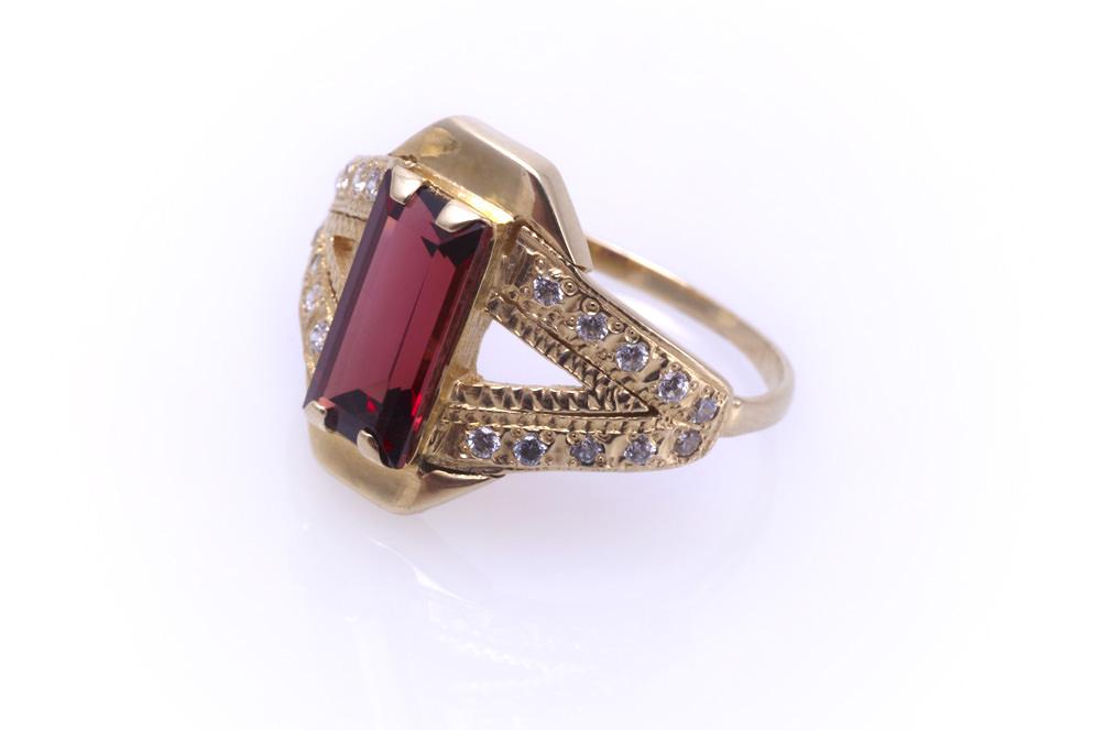 Как выбрать золотое кольцо с гранатом? Image