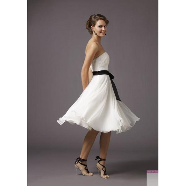 Изящное короткое платье на свадебном торжестве Image