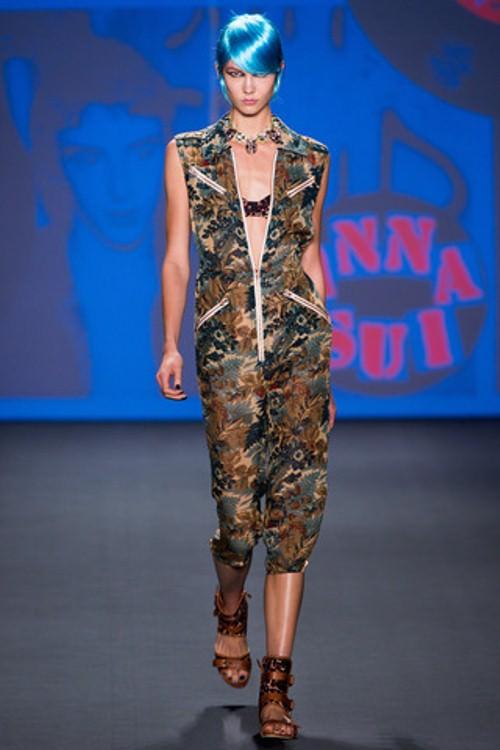 Anna Sui весна 2013 — смешанные принты, сетка и парики цвета «электрик»! Image