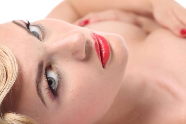 Модные советы. Как правильно использовать красную губную помаду!