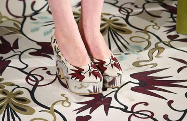 С чем носить обувь с принтами?