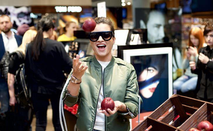 18 и 19 февраля в Москве состоялось открытие первого парфюмерного супермаркета «Золотое яблоко». Image