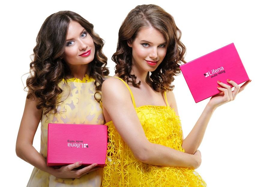 девочки с коробочками с liferia