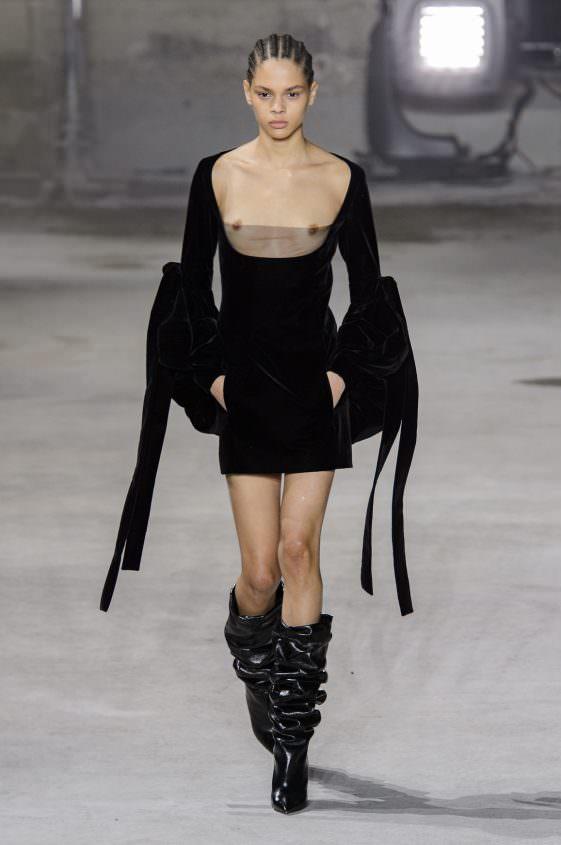 Платье с прозрачной грудью