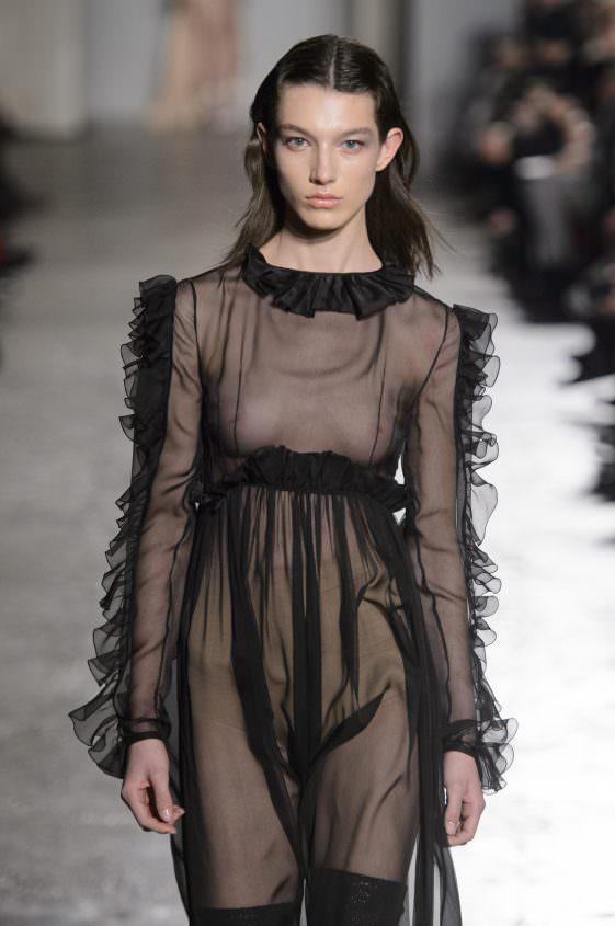 Черное эро платье