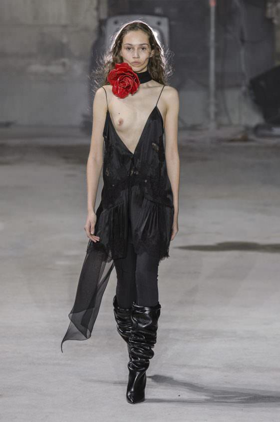 Платье с обнаженной грудью от Saint Laurent
