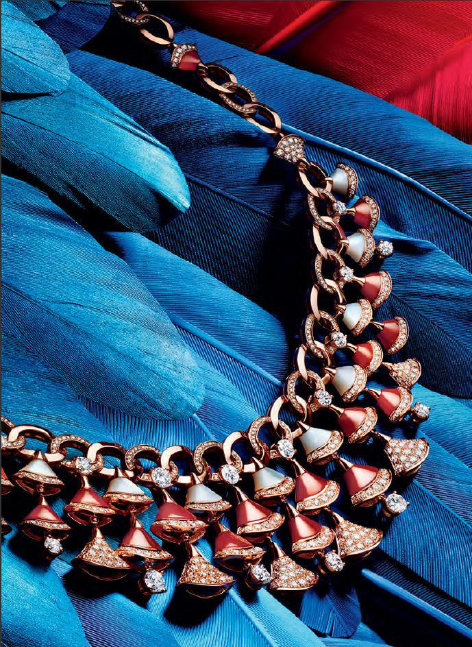 Женское украшения для шеи.
